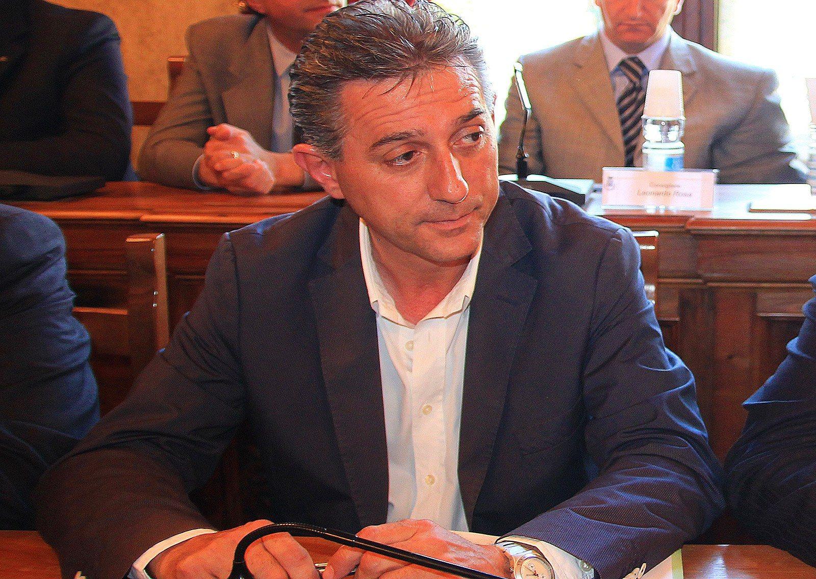 Presunta truffa del nuovo municipio nell 39 interrogatorio for Politici di destra nomi