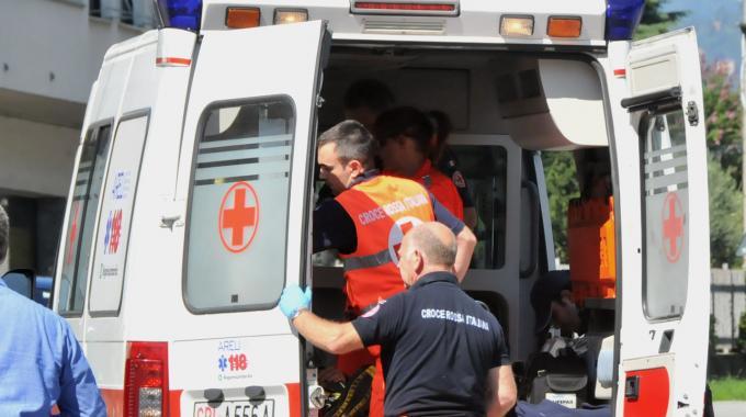 ambulanza-del-118-durante-il-soccorso.jpg (680×380)