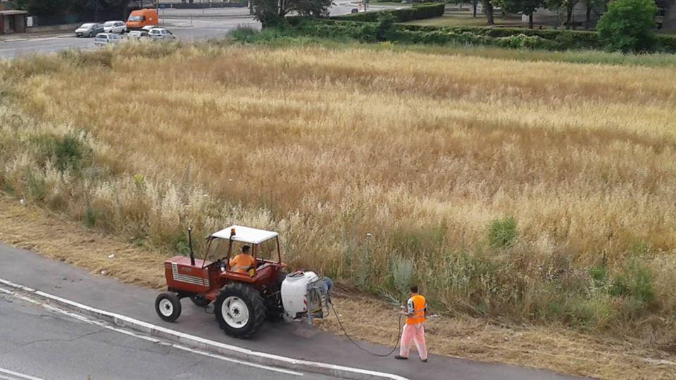 Diserbante per ripulire le strade della citt allarme di for Diserbante per erbacce