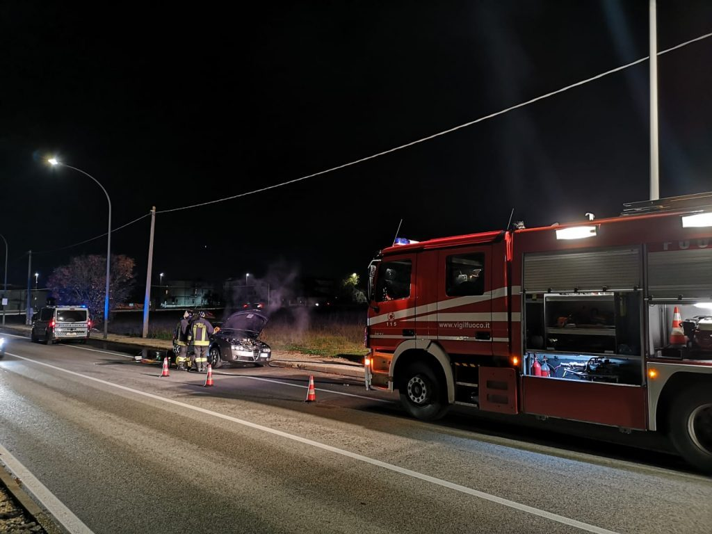 Avezzano, auto prende fuoco a causa del filtro antiparticolato, conducente salvo - MarsicaLive
