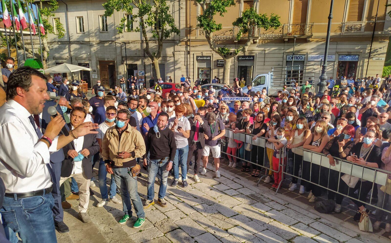 Salvini ad Avezzano attacca il governo sulla scuola e spera nella ...