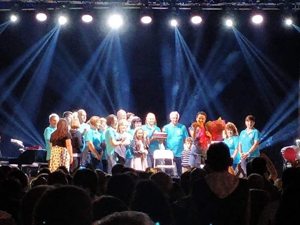 Compleanno sul palco per Arisa, a Luco dei Marsi si festeggiano i 36 anni della cantante